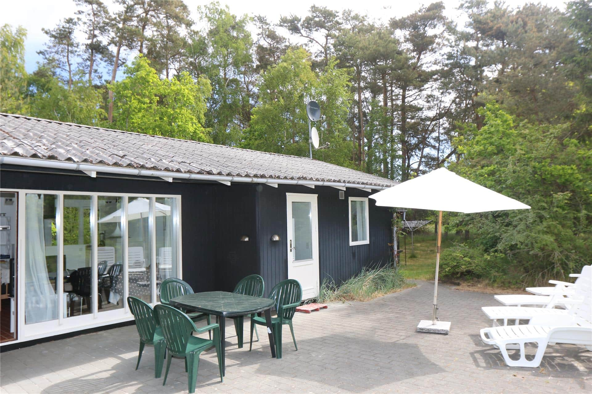 Bilde 1-10 Feirehus 1401, Fyrrebakken 13, DK - 3720 Aakirkeby