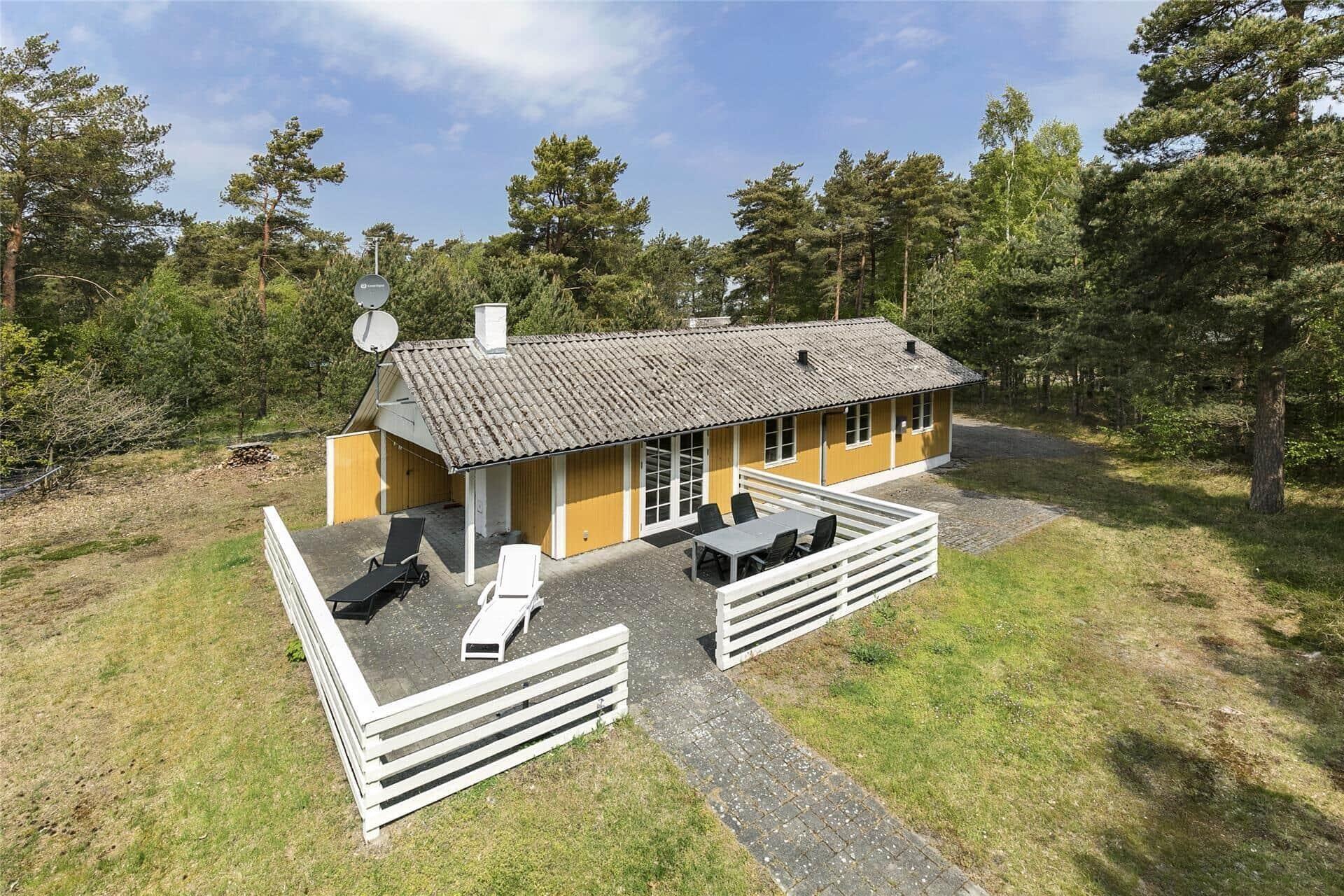 Billede 1-10 Sommerhus 1543, Fyrreskoven 18, DK - 3720 Aakirkeby