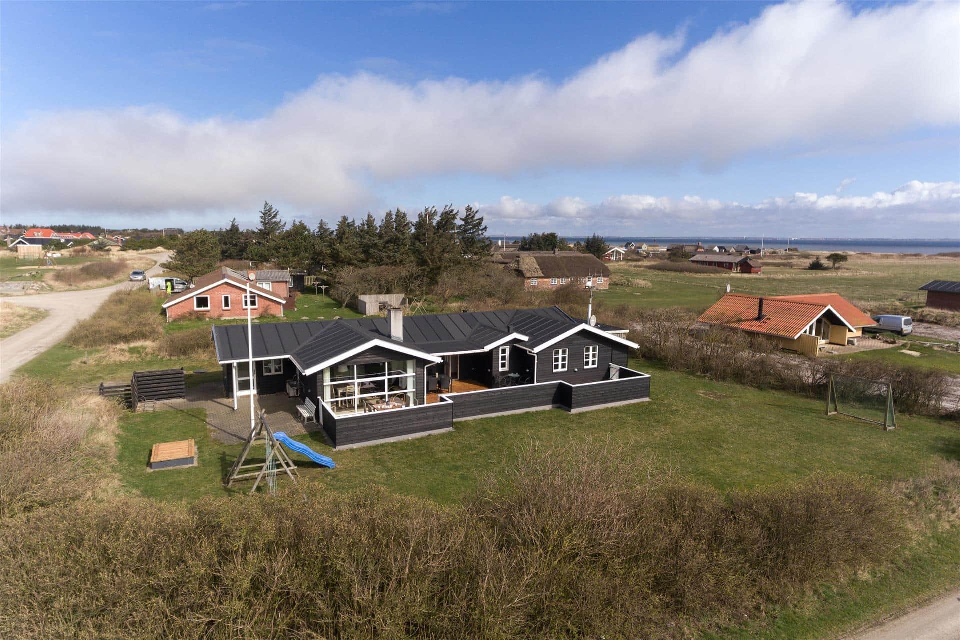 Billede 1-4 Sommerhus 310, Anker Eskildsens Vej 68, DK - 6960 Hvide Sande